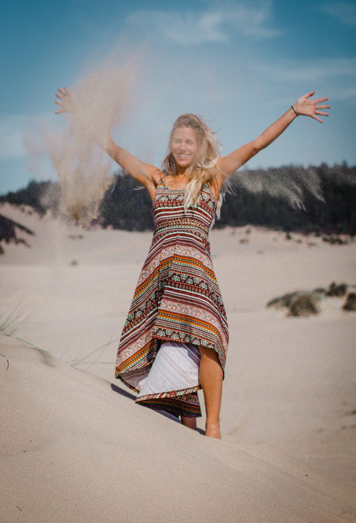 throwing sand at the oregon dunes